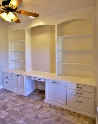 White Built-in Bookshelves with Desk - TaylorCraft Cabinet ...