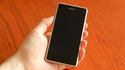Xperia Z1 Compact in Hand