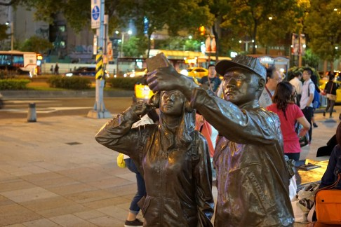 selfie statue ximen taipei