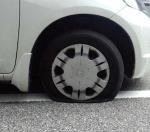 車のパンク修理の方法!タイヤは自分で修理して時間や料金の節約を!