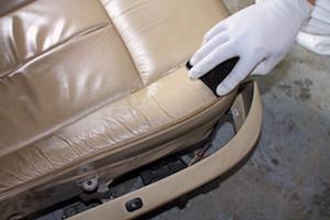 車 シート 革 補修 方法 1