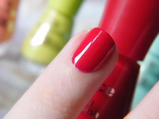 Essence The Gel Canada 16 Fame Fatal - 1 Coat Swatch