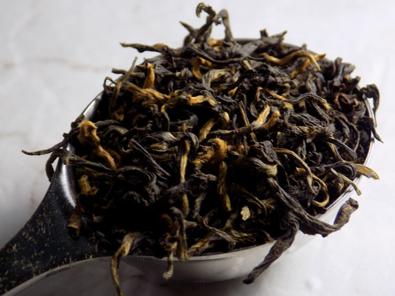 DavidsTea Golden Monkey Black Tea Review Davids Tea Straight Teas Fall 2016 - Perfect Spoon of Loose Golden Monkey Tea