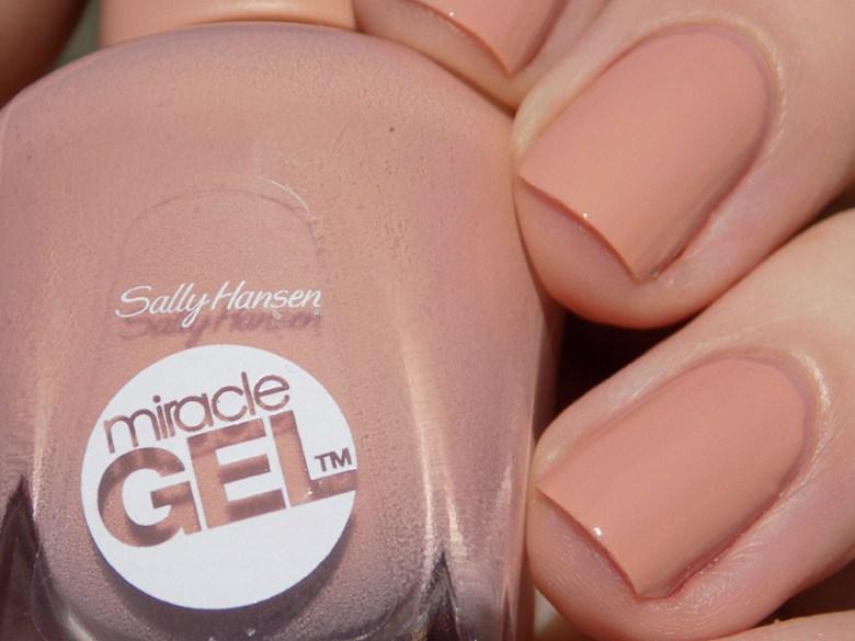 Sally Hansen Miracle Gel 184 Frill Seeker - Swatch in Sunlight Closeup
