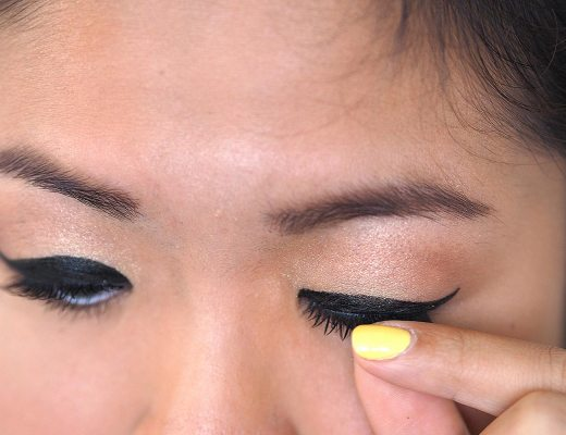 How to apply fake eyelashes!