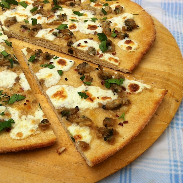 White Clam Pizza Pie | Teaspoonofspice.com