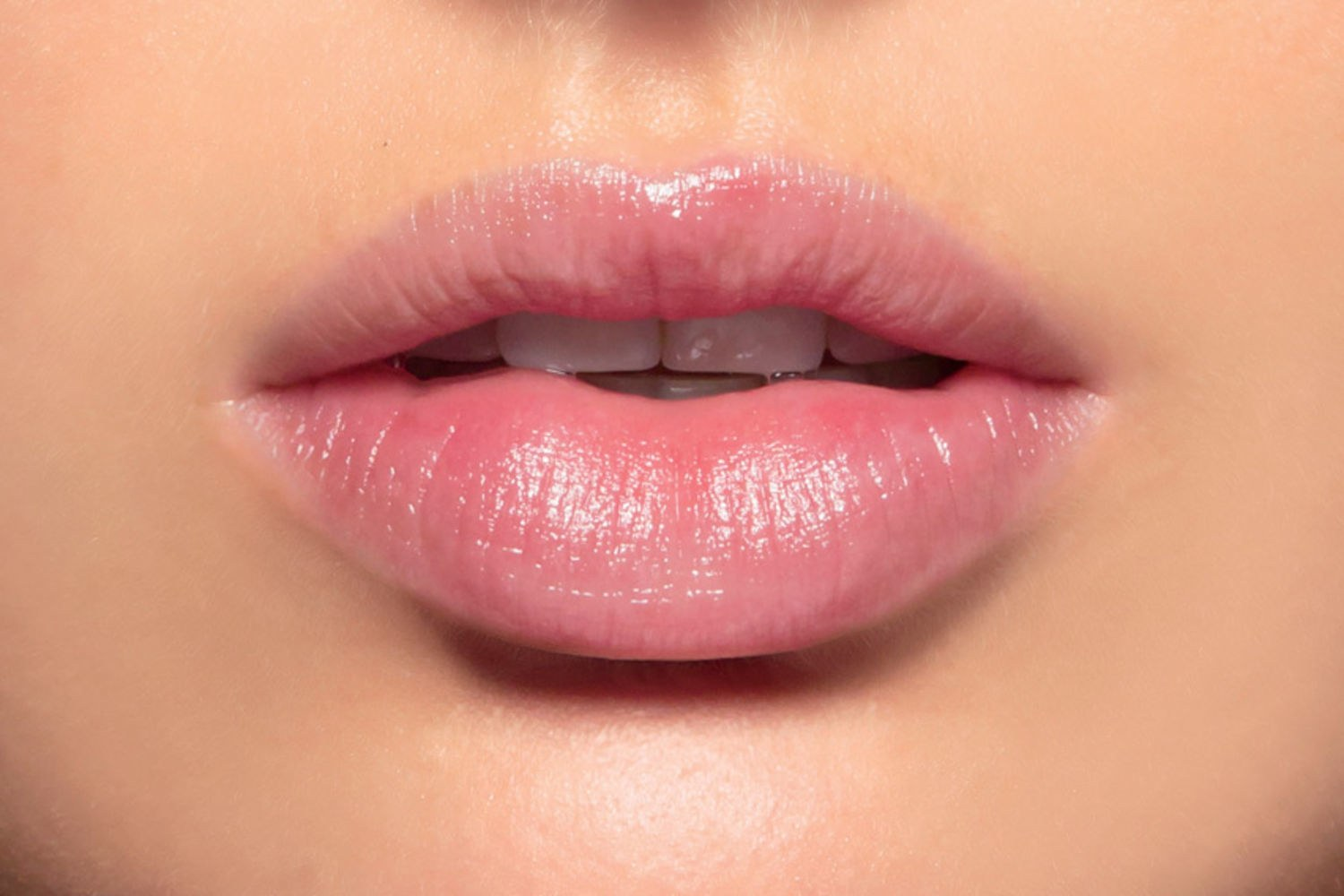 Cute Red Color Wallpaper Chapped Lips Listen To Beauty Expert To Get Smooth Lips