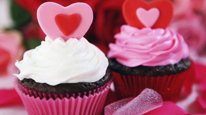 love-cupcakes-with-sweet-cream