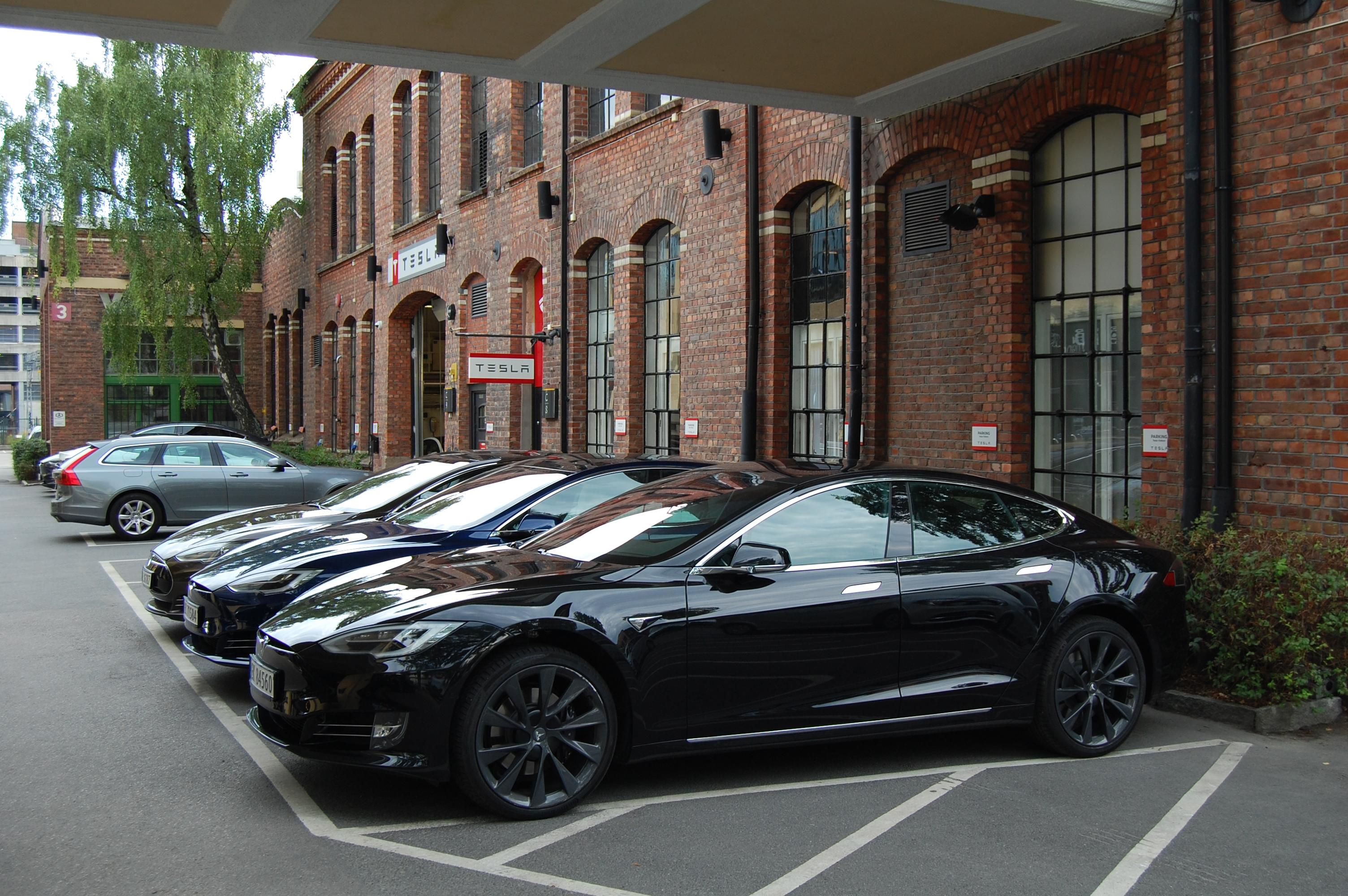 Black Buggy Days 2018 Why All Standard Black Tesla Cars Are About To Cost 1 000