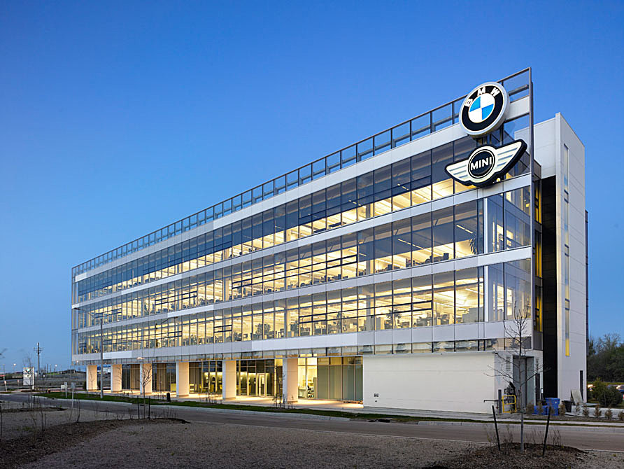 BMW Turns Streetlights Into Electric-Car Charging Stations - TechDrive - bmw corporate office