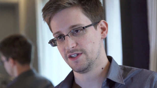 ALIENS Are Attempting To Make Contact With Earth Right Now – Edward Snowden