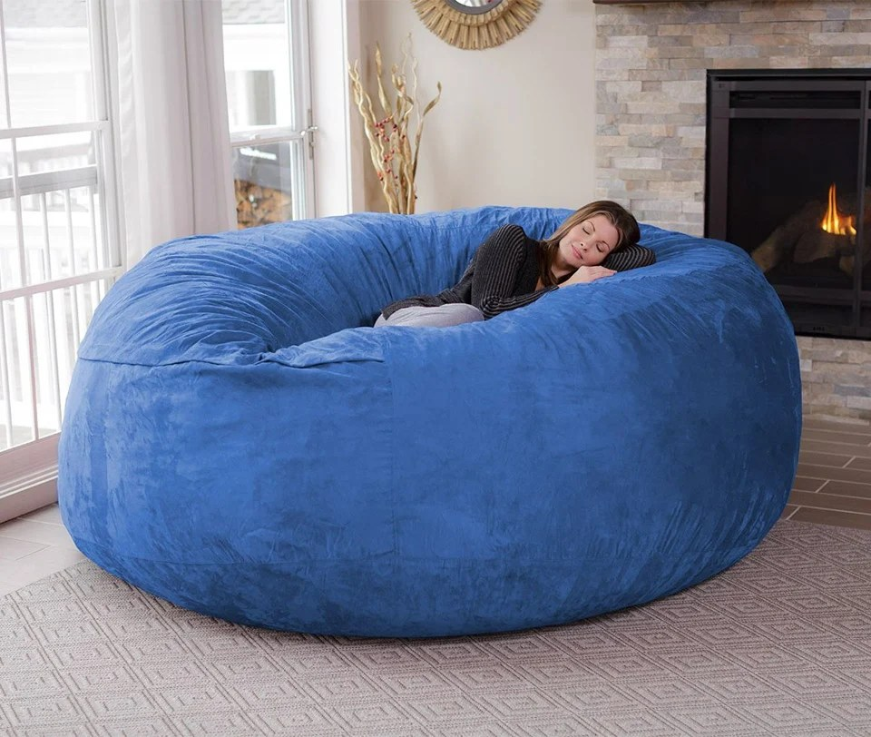 Sitzsack Riesig The Chill Bag Is An Eight-foot Bean Bag Chair - Technabob