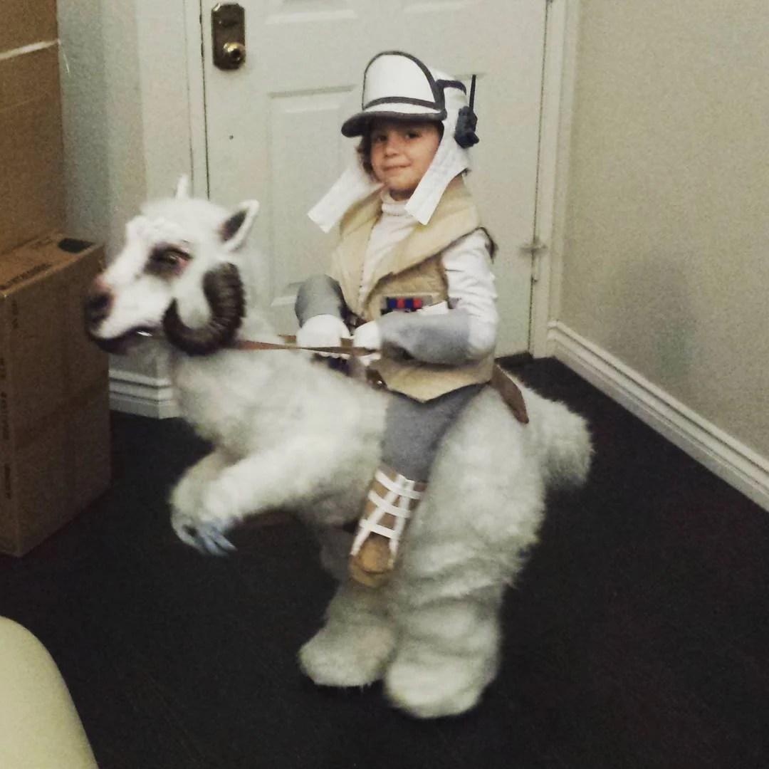 "Kid's ""Empire Strikes Back"" Costume Wins Halloween"