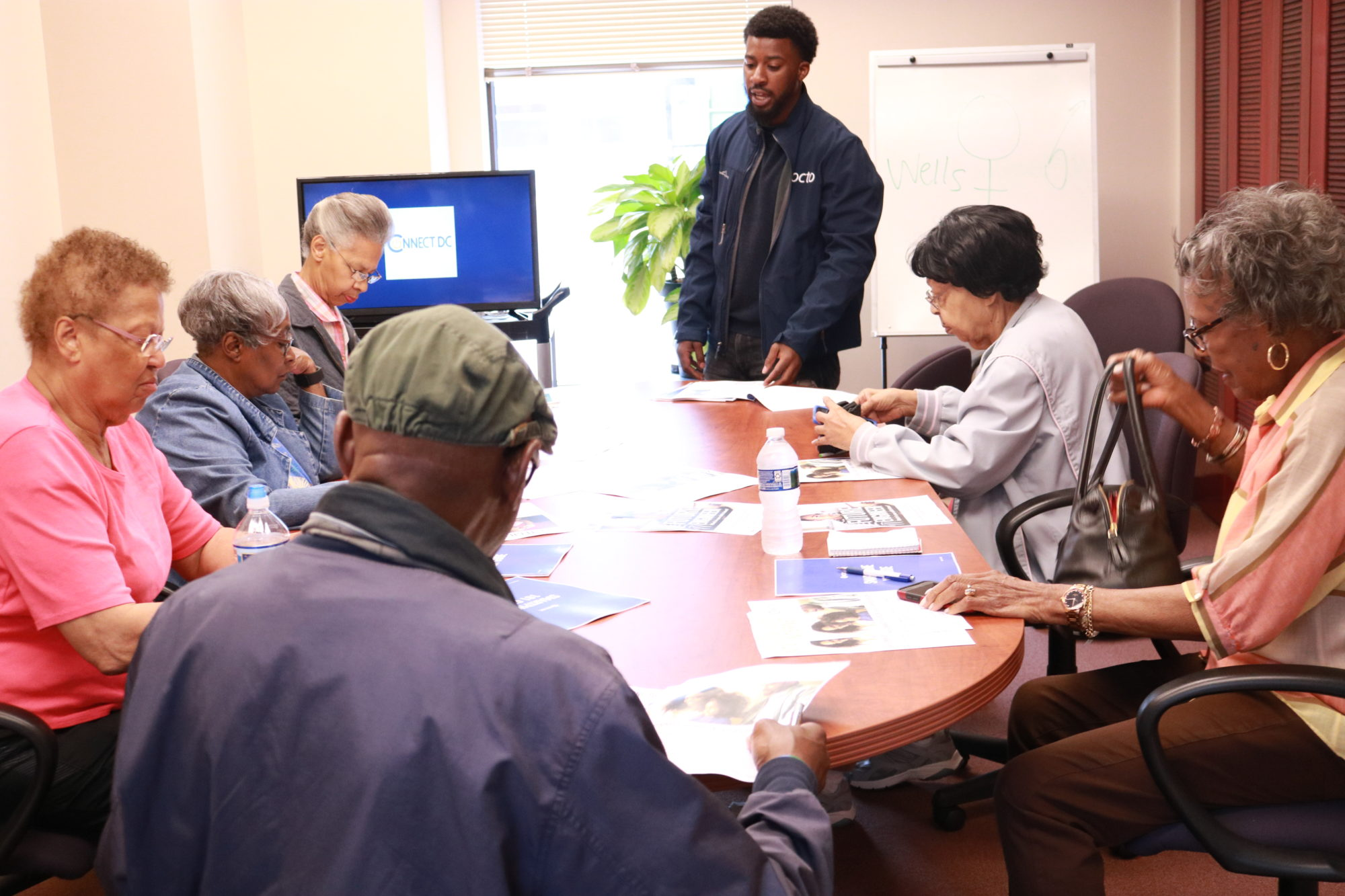 Senior Tech This Connect Dc Initiative Helps Seniors Use Their Smartphones