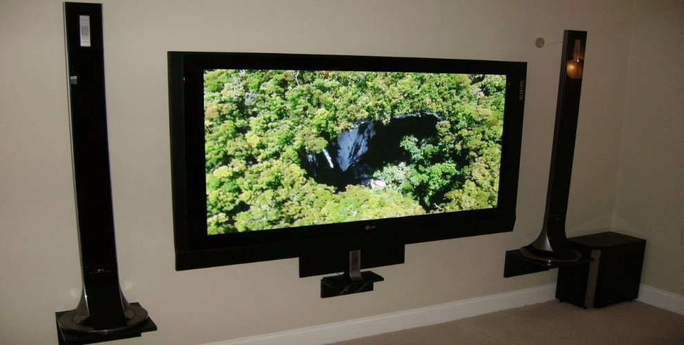 HD TV with Sound Bars