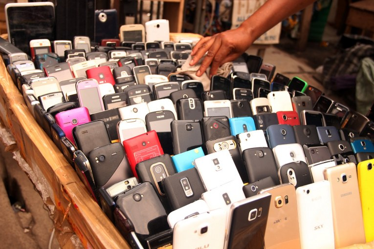 Nigeria market 'infiltrated by 10% fake mobile phones'
