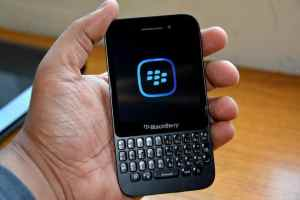 BlackBerry_Q5_Unboxing (36)