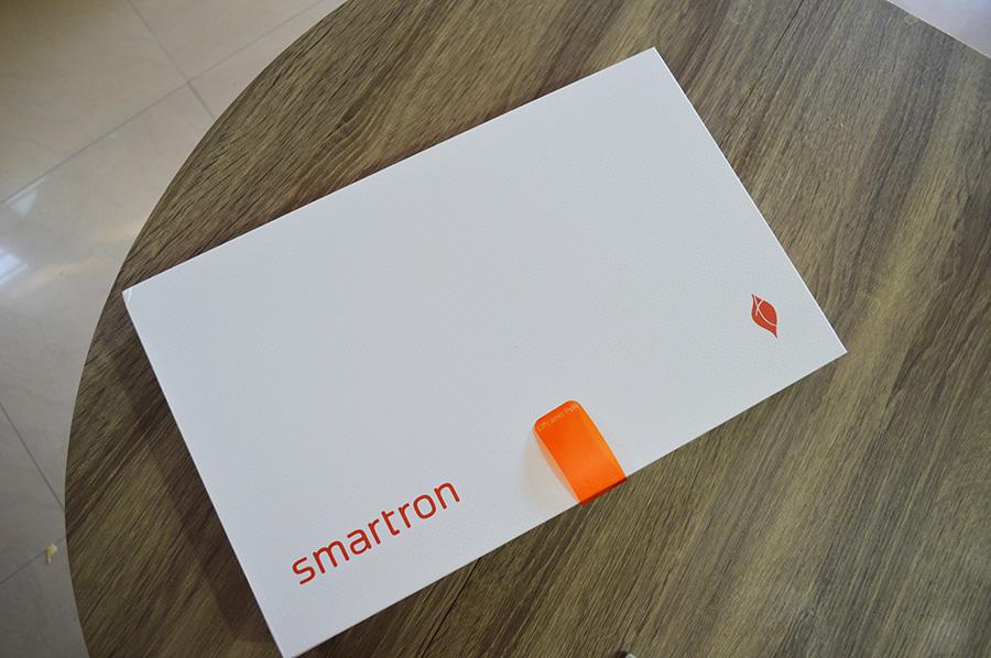 Smartron-tBook-box