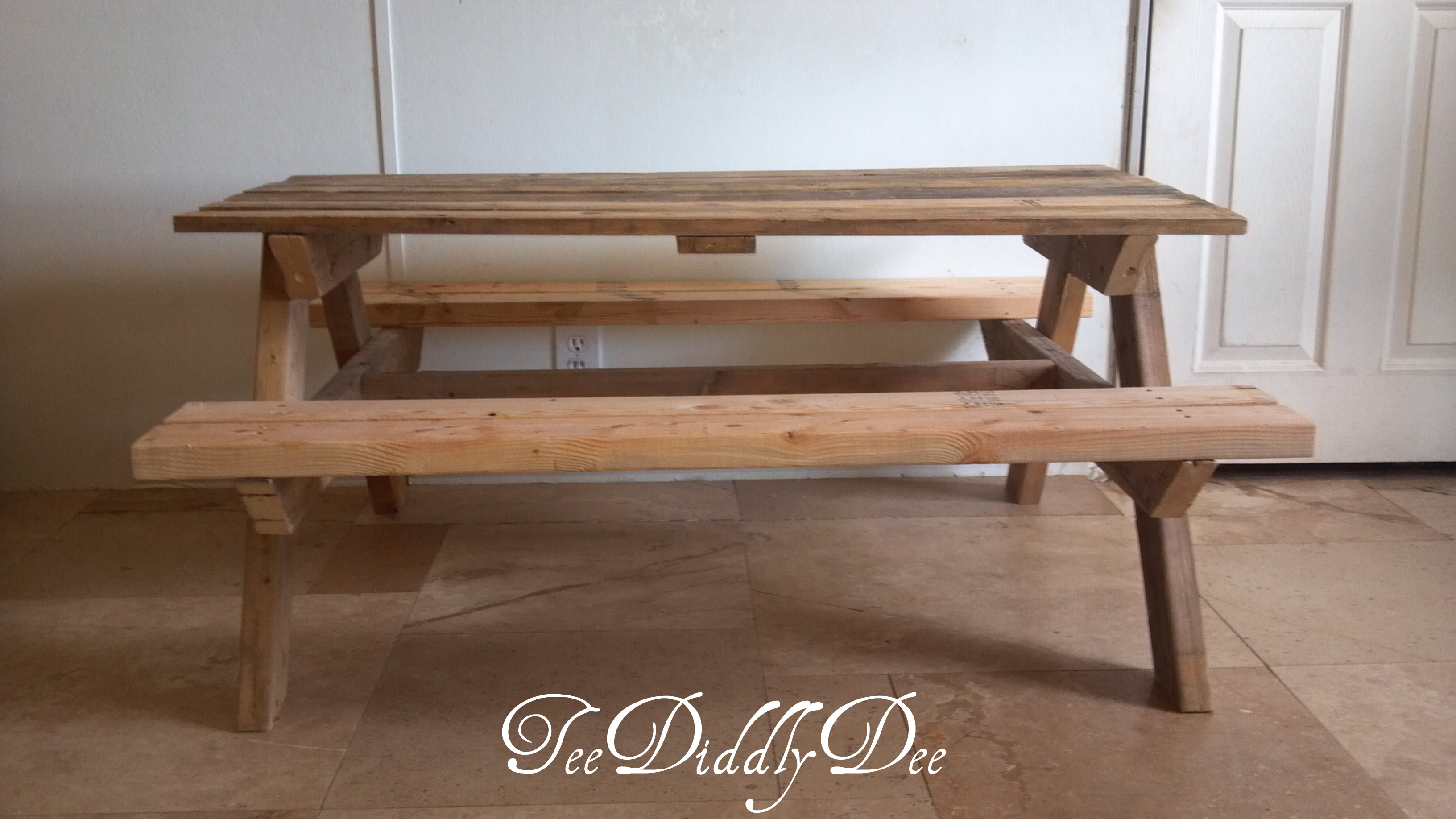 How to build kid size picnic table out of old recycled pallets teediddlydee - How to make table out of wood pallets ...