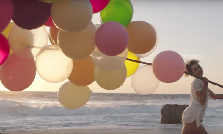 miley-cyrus-balloons-malibu