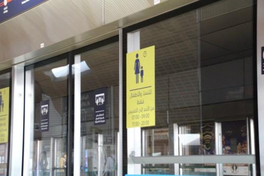 In der Metro gibt es Frauen und Kinderabteile
