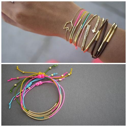 A continuación varios ejemplos de diseños y colores de pulseras realizados con éste mismo paso a paso