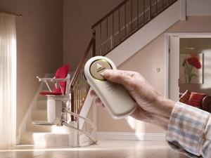 monte_escalier_avec_telecommande-main-1960400