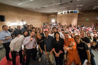 Oradores, organizadores y el público detrás en el cierre de la primera TEDx Pinamar. De lujo. (Fotos Diego Medina)