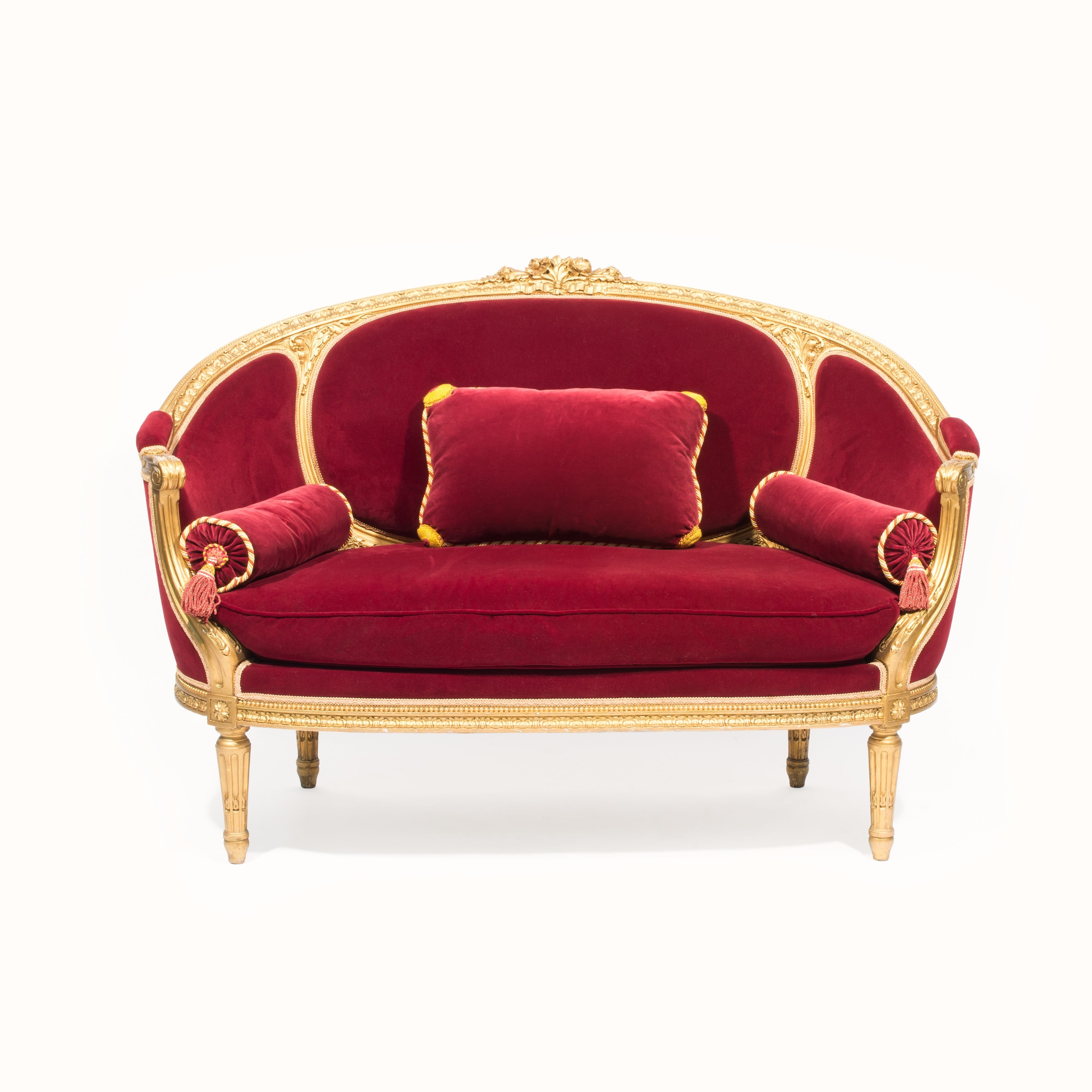 Canapé But Broadway Coco Chanel S Chairs A Duke S Dog Bed Treasures From The