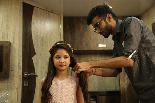 Nikisha Bhatia's brother Vivek Bhatia hair designing Harshaali Malhotra