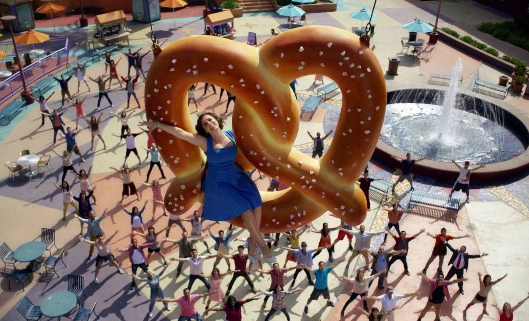 Crazy Ex-Girlfriend: Personality Disorders We Hope the Characters Get Treated For in Season 2
