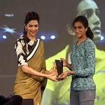 Deepika presenting the award to PV Sindhu