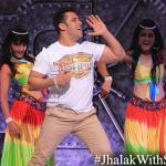 Salman makes an entry with dance on Jumma Ki Raat song