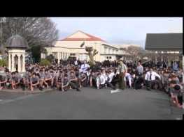 ニュージーランドで皆に愛された先生の死に生徒たちが送った「別れのHAKA」