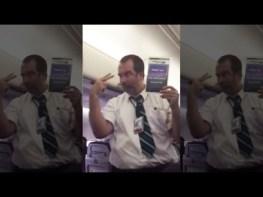 飛行機に乗るときのアテンダントの安全確認がとってもチャーミング