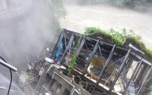 【速報】茨城県の鬼怒川が氾濫。河川が越水して家屋崩壊も。