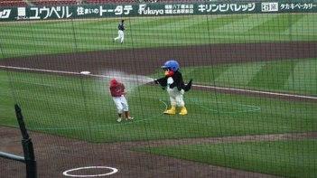 野球を知らない人のためにつば九郎について簡単に説明できるイラストが的確すぎ!