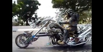 Moto Predator   YouTube