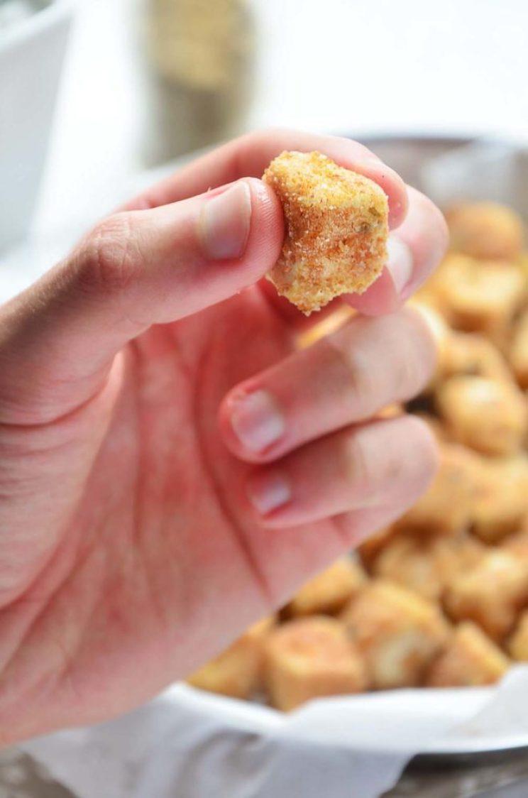 Tofu empanado em cubinhos