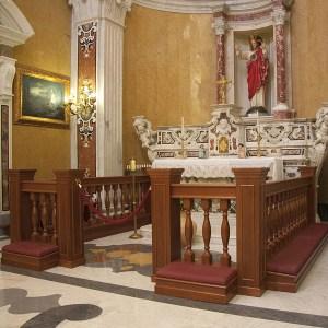 Arredi_Sacri_Balaustra_inginocchiatoio_altare