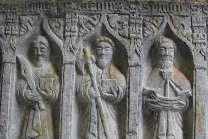 Rocca di Cashel, altorilievo di un altare