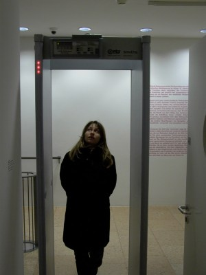 Ayse Erkmen, Safety Doors