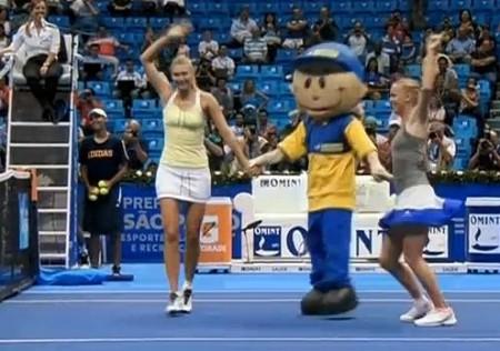 Maria Caro mascot dance Brazil Gillette tour pictures photos screencaps video