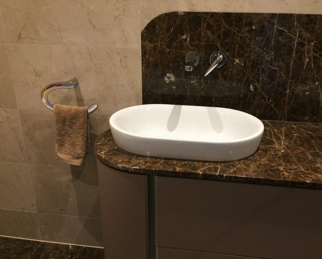 Wasbak Badkamer Natuursteen : Wasbak badkamer verwijderen tips om je badkamer seniorproof te