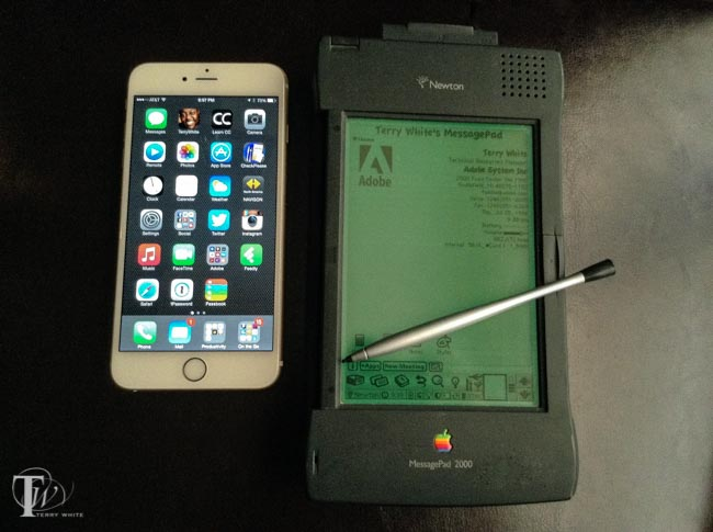 iPhone 6 Plus next to Newton Message Pad 2000. An even bigger mobile device from Apple and yes with a stylus ;-)