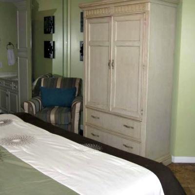 Sterling Sands Destin rental condo master bedroom TV