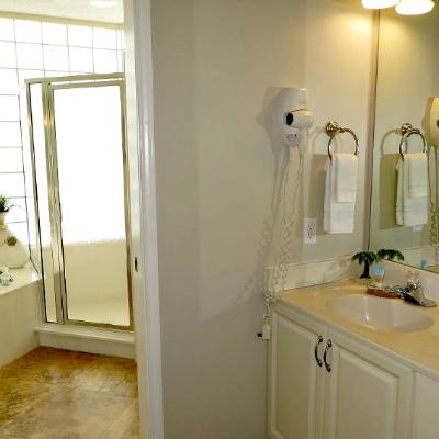 Sterling Sands Destin rental condo second master bathroom