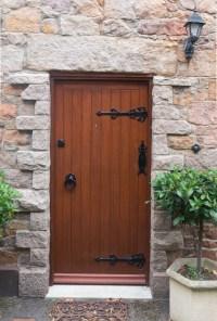 Old wooden door - Doors - Texturify - Free textures