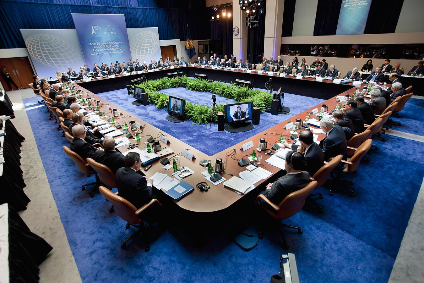 IMF Downgrades Philippine Economic Growth