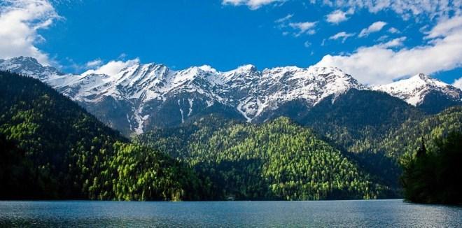 От чего зависит цена путевки в Абхазию
